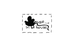 Fashion-Family-Mouse-in-a-House